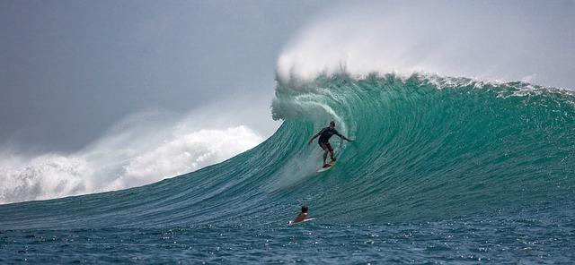 surfer-2193859_640