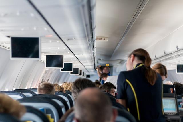 aircraft-2104594_640