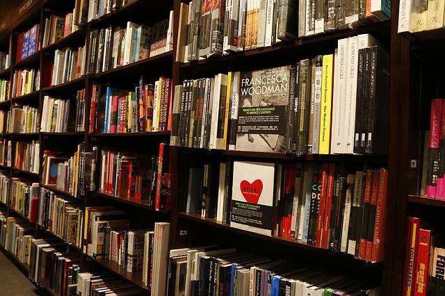 bookstore-1315560_640