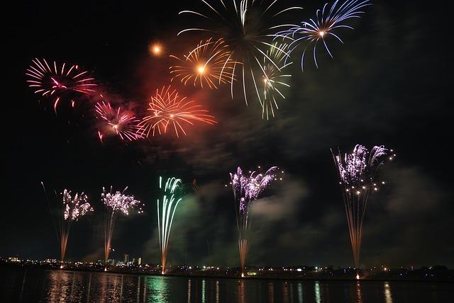fireworks-74689_640