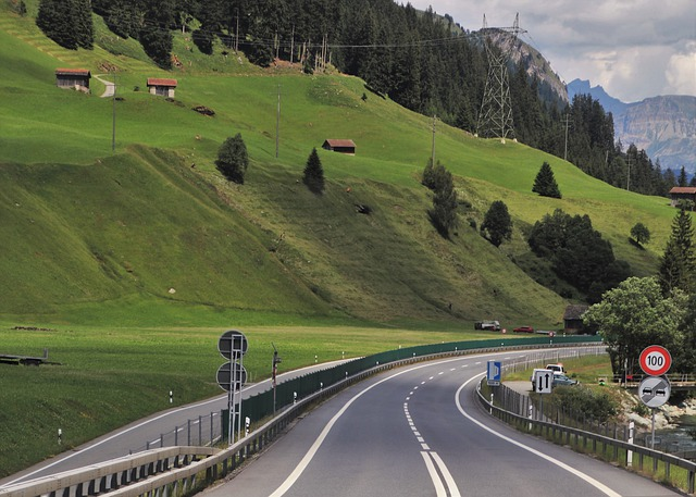 highway-4346321_640