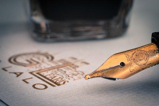 fountain-pens-1393979_640