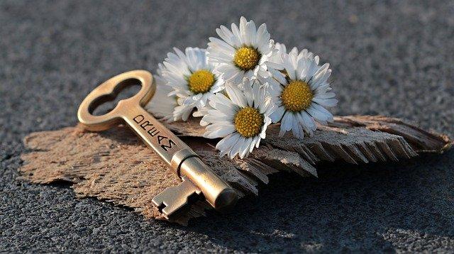 key-3087900_640