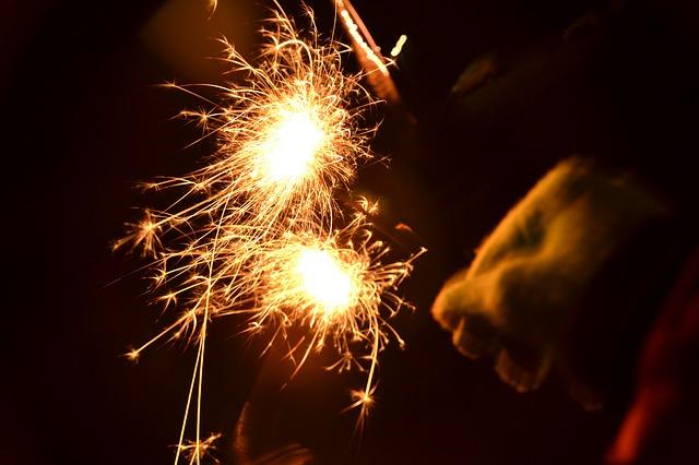 sparkler-2341782_640